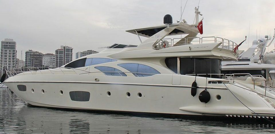Azimut motor yacht El Patron sold by Nautique Yachting