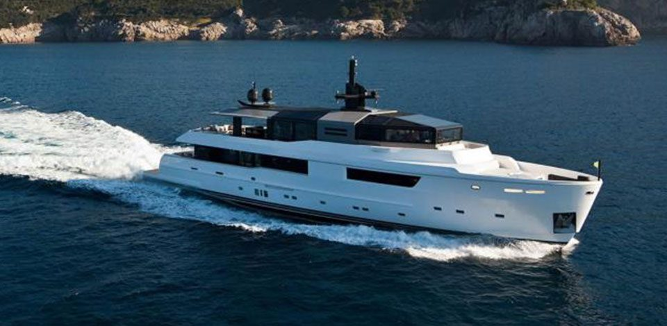 Arcadia motor yacht M'Ocean sold by Nautique Yachting