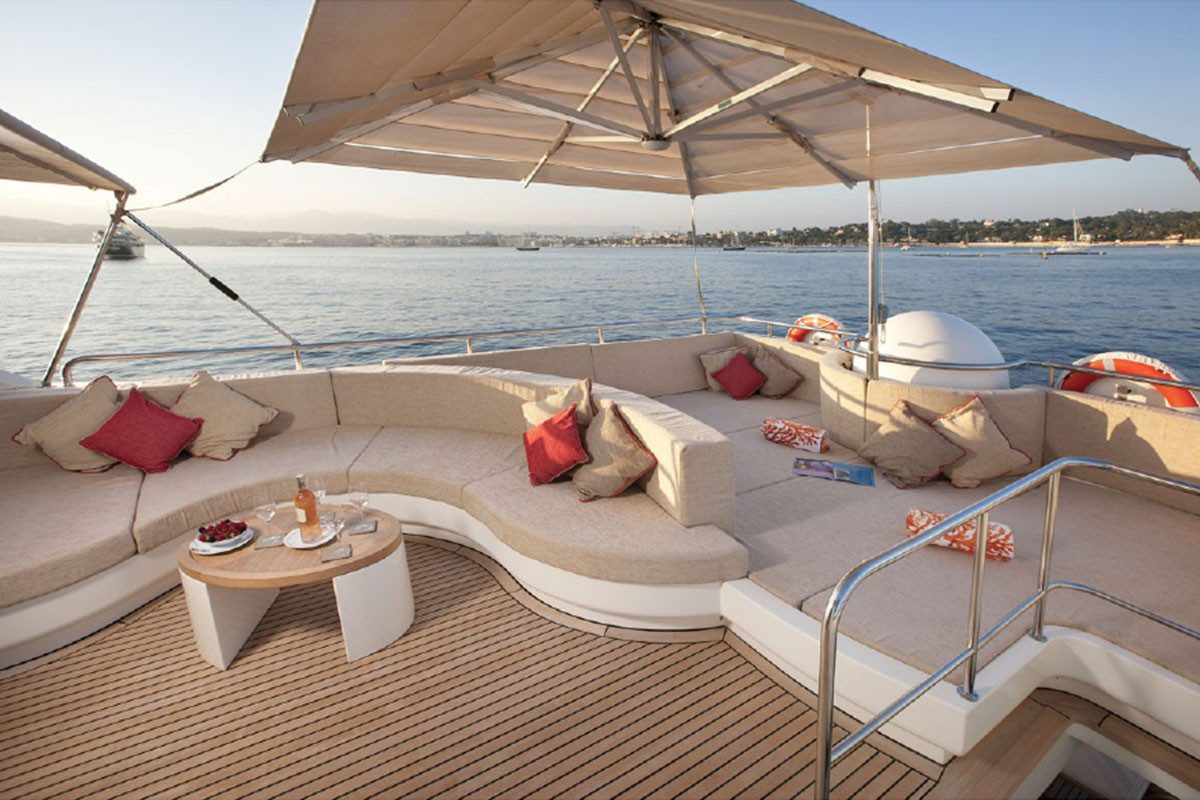 COUACH YACHTS  2000